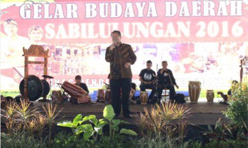 Kadisdikbud DR. Juhana M.MPd pada sebuah perhelatan kesenian di Kab. Bandung