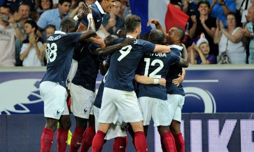 Pogba dan kawan-kawan melakukan selebrasi atas gol Giroud pada menit 58. Pada laga pembuka ini Prancis unggul 2-1 atas timnas Rumania.