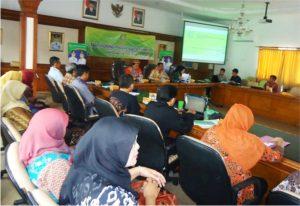 Para Kepala sekolah dan guru mengikuti kegiatan Work shop Leader's Reading Challenge Kabupaten Bandung (LRCKB) 2017 di SDN Pasirjambu 3 Desa/Kec. Pasirjambu, Kab. Bandung, Senin (6/2).