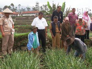 Kunjungan kerja (Kunker) Ketua Komisi IV DPR RI Edhy Prabowo , bersama Kementeri Pertanian, Perum Bulog dan PT Pertani ke Kp. Cikareo Desa Alam Endah, Kecamatan Rancabali, Kab. Bandung, Selasa (30/5/17