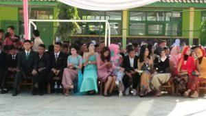 Keluarga dan para siswa yang menghadiri acara pelepasan oleh SMPN 1 Pasirjambu, Kamis (15/05).