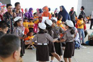 Sebanyak 2000 Pelajar TK dan Paud di Kabupayen Bandung meriahkan acara 'Gebyar Paud 2017' di Dome Balerame, Soreang, Kabupaten Bandung, Selasa ( 9/5). Pelajar yang menghadiri kegiatan 'Gebyar Paud 2017' ini perwakilan dari 1800 lembaga TK dan Paud yang ada di 31 kecamatan di Kabupaten Bandung.