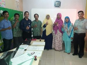 Kegiatan pembukaan akreditasi PKBM Ulil Albab Kec. Marga Asih bersama Asesor BAP PAUD dan PNF serta Forum PKBM Kab Bandung dan pengurus PKBM Ulil Albab, Senin (23/10)