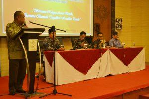 Kegiatan sosialisi Pengawasan Partisipatif bagi Ormas dan OKP yang digelar oleh Panwaslu Kab Bandung di Sutan Raja, pada Selasa (31/10/2017). Kegiatan tersebut diikuti 100 orang peserta yang berasal dari ormas dan OKP yang ada di Kab Bandung.