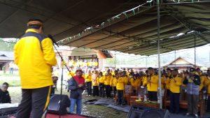 Kadisdik DR. H. Juhana MMPd, sedang memberikan sambutan pada kegiatan Jambore PTK PNF melalui kegiatan Outbond di Wisata Alam eMTe Hilagh Resoret Kec. Rancabali.