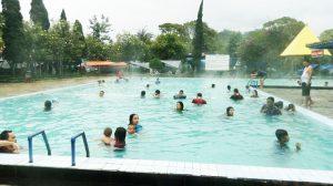 Salah satu kolam pemandian air panas di objek wisata Ciwalini, Kecamatan Rancabali, Kabupaten Bandung, tak pernah sepi pengunjung.