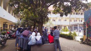 Para siswa terlihat nyaman berada di sekolahnya.