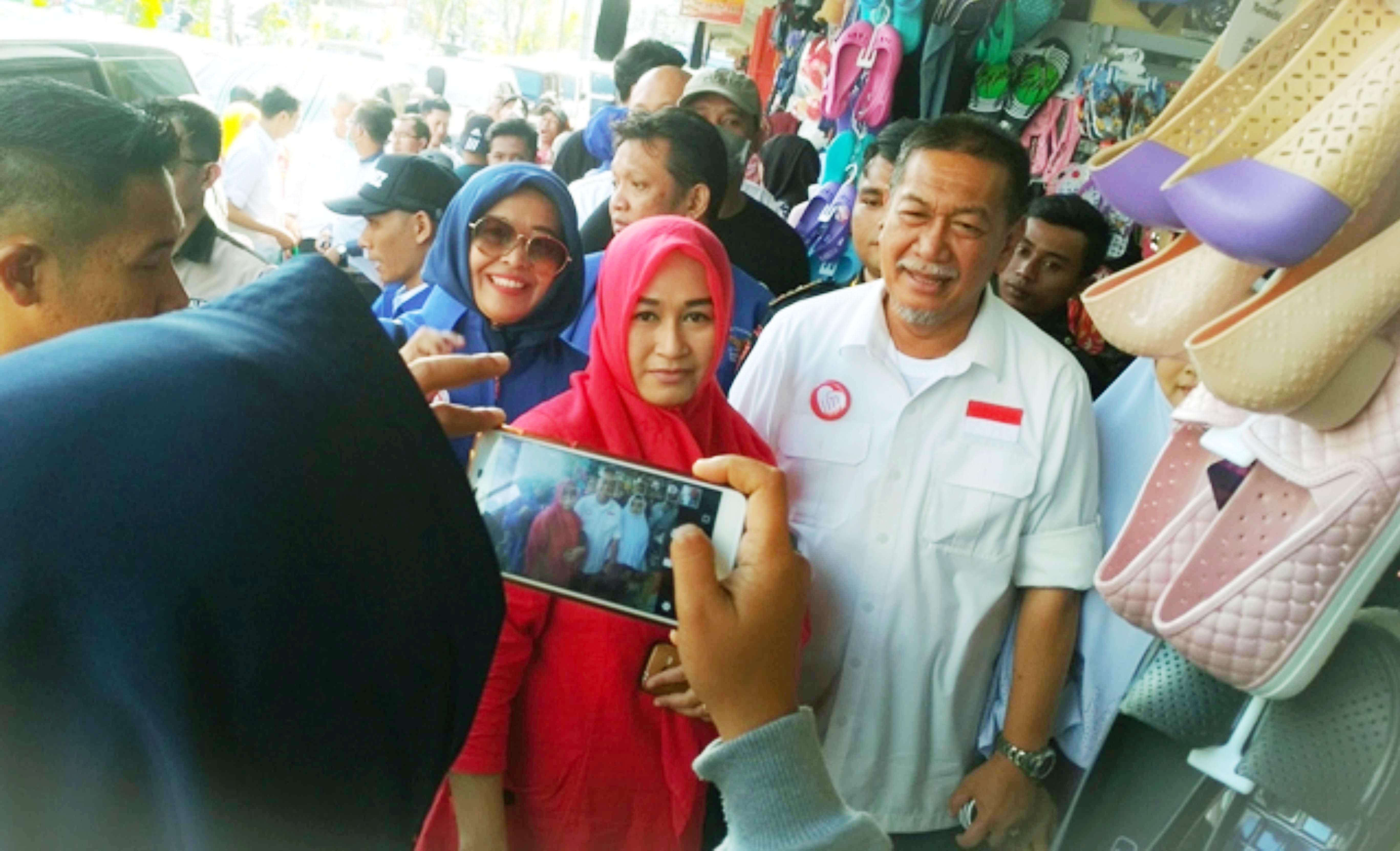 Deddy Mizwar saat tampil kampanye pilgub Jabar di Cianjur.