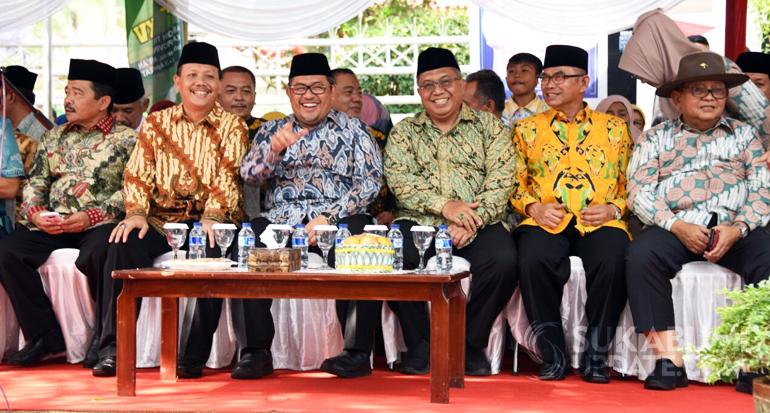 Gubernur Ahmad Heryawan didampingi bupati Sukabumi Marawan Hamami dan wakil bupati Adjo Sardjono pada pembukaan MTQ ke 35 tingkat Jawa Barat di Palabuanratu Kab. Sukabumi, Sabtu (14/04) lalu.