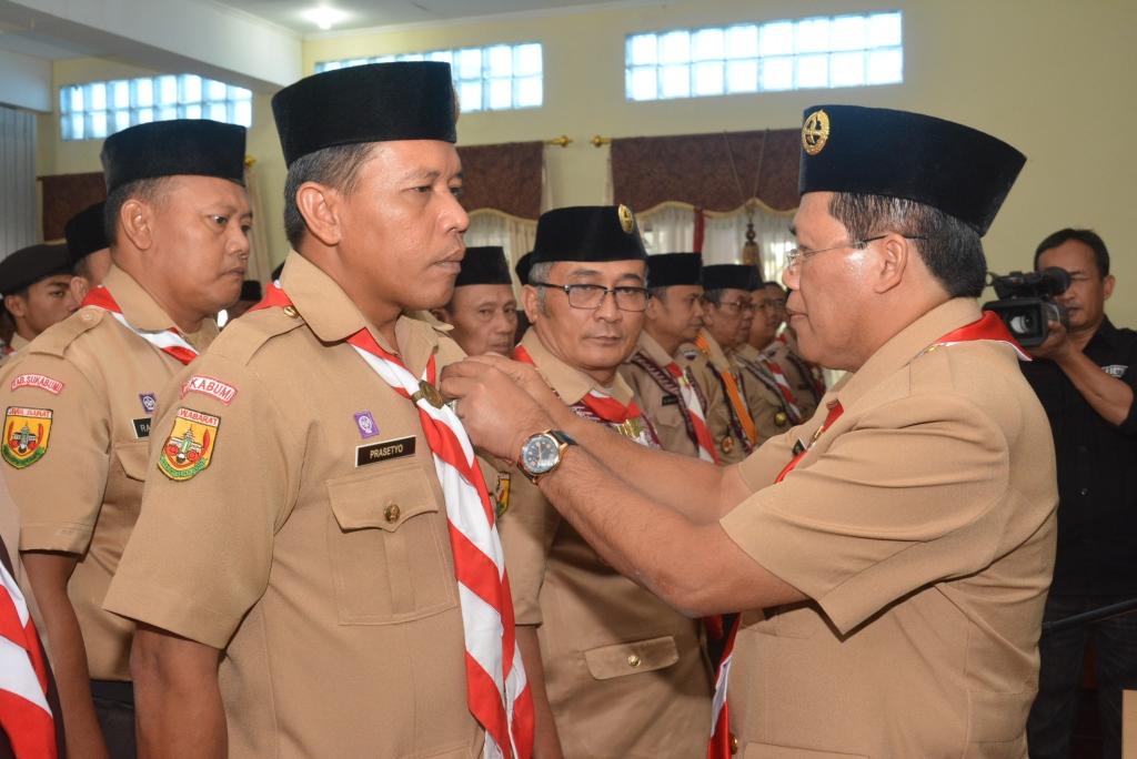 Pelantikan pengurus Pramuka oleh Ketua Kwarcab Pramuka Kabupaten Sukabumi, M. Solihin.
