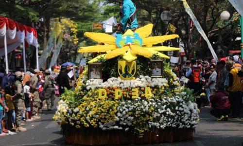 Karnaval Mobil Hias dan Festival Bunga  Resmi Dibuka Bupati