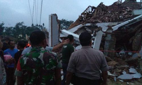 Ratusan Rumah Ambruk, Ribuan Warga Mengungsi Akibat Gempa di Sukabumi