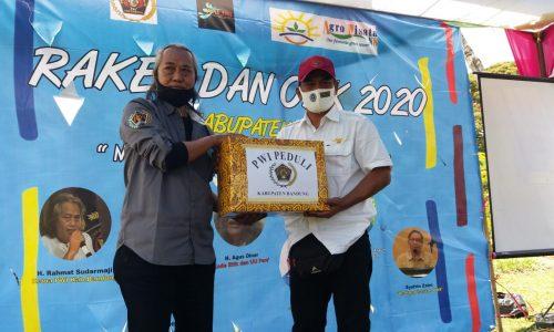 PWI Lakukan Dua Aksi Sosial pada Raker dan OKK di Bandung Selatan