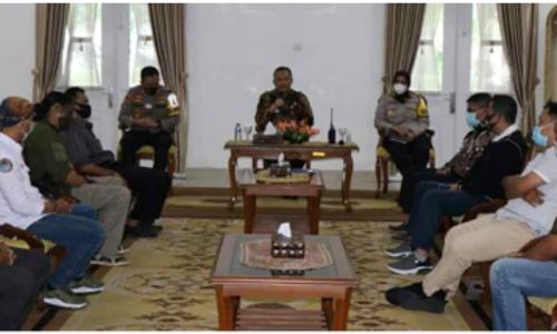 Pemkab Sukabumi Fasilitasi Penyelesaian Masalah APDESI dengan LSM dan Media