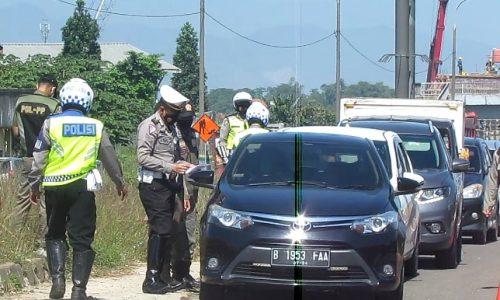 Antisipasi Mudik, Polresta Bandung Putar Balik 320 Kendaraan dari Exit Tol Cileunyi