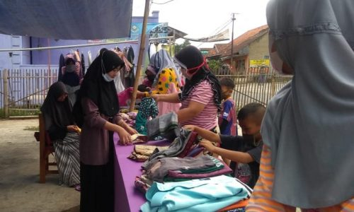 Indahnya Berbagi, Santri Nurul Bahri Almashoolih Gelar Bazar Ramadan