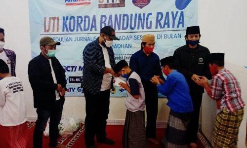 IJTI Bandung Raya Berbagi kepada Yatim di Hari Kebebasan Pers Sedunia