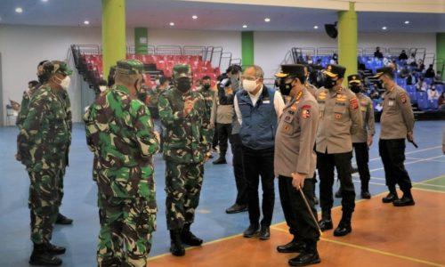 Panglima TNI Apresiasi Kinerja Para Nakes dalam Serbuan Vaksin di GOR Arcamanik Bandung