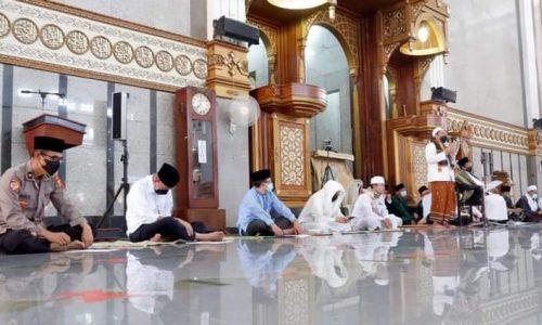 Berharap Pandemi Cepat Berakhir, Pemkab Cianjur Gelar Istighosah di Masjid Agung