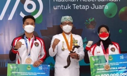 Diberi Bonus oleh Ridwan Kamil Masing-masing Rp500 Juta,  Windy Cantika dan Anthony Ginting Pulang Kampung
