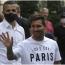 Fans PSG Sambut Kedatangan Lionel Messi di Paris