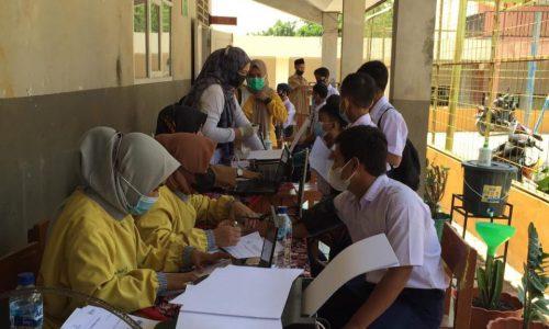 Ratusan Siswa SMP PGRI Cikalongkulon Antusias Ikuti Vaksinasi Covid-19