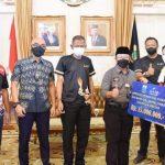 Lima Atlet Peraih Medali PON XX Papua Asal Cianjur Diganjar  Uang 'Kadedeuh' Rp55 Juta dari Bupati dan BJB